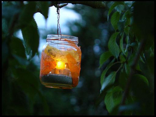 использование свечей в освещении сада