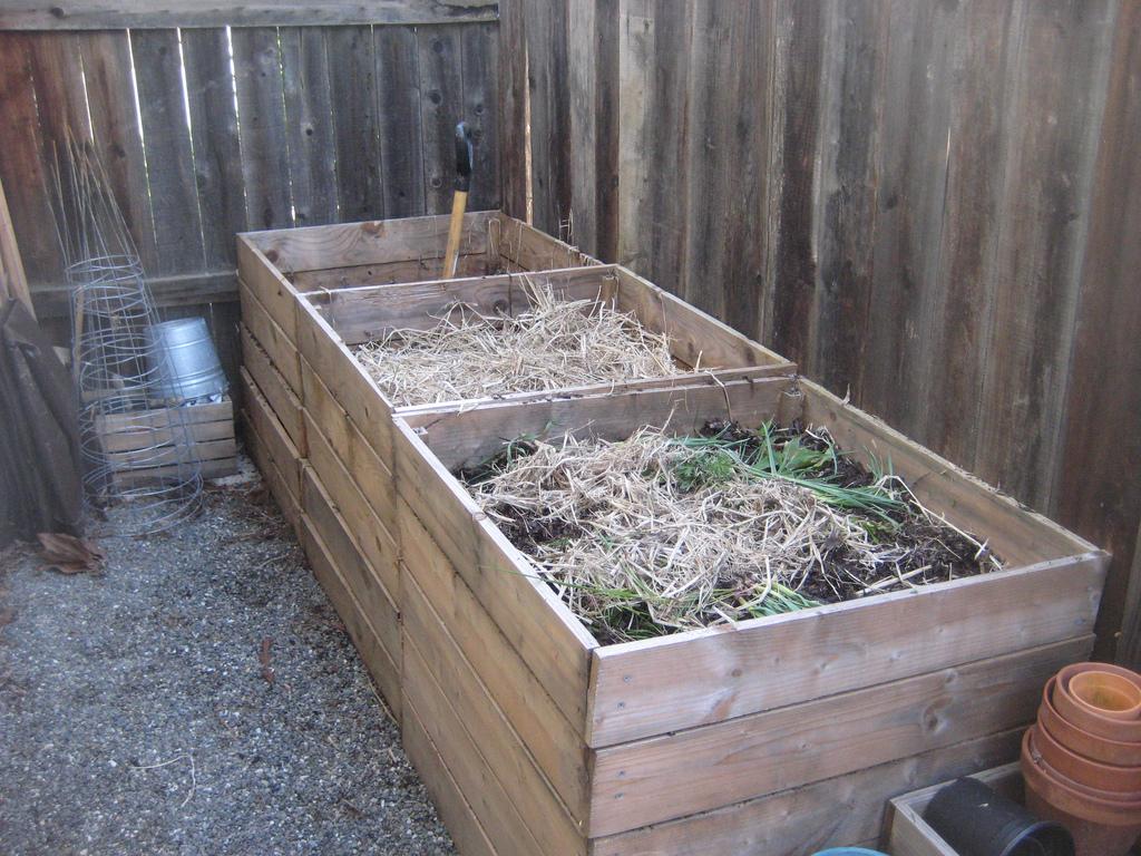 как заложить компостную яму