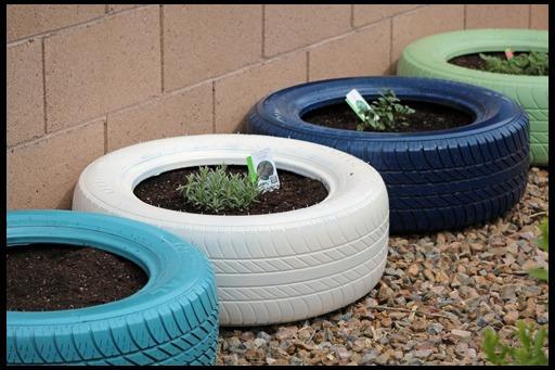 http://dizajn-sada.ru/wp-content/uploads/2012/10/tire-planter8888.jpg