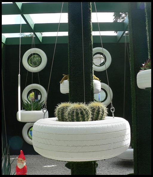 http://dizajn-sada.ru/wp-content/uploads/2012/10/tires-in-the-garden1111.jpg
