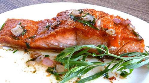 тархун прекрасно дополняет любые рыбные и мясные блюда