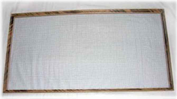Изготавливаем рамку с сеткой съемного дна