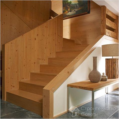 Деревянная дачная лестница