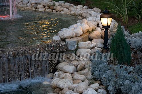 освещение пруда в саду
