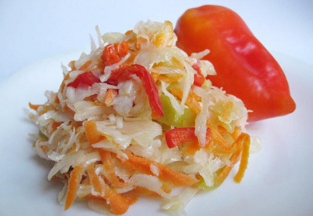 салат из капусты и перца на зиму