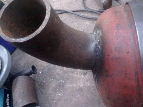 труба у мангала для тяги
